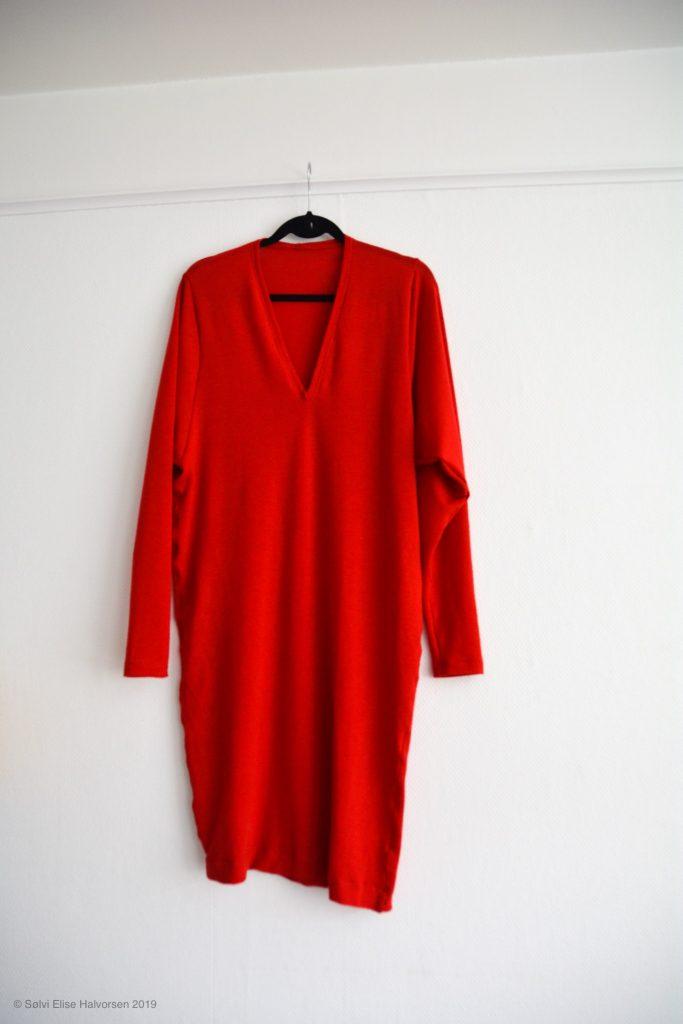 Red knit dress, pattern by delfinelise